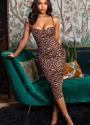 Леопардовое платье футляр. платье миди на бретельках