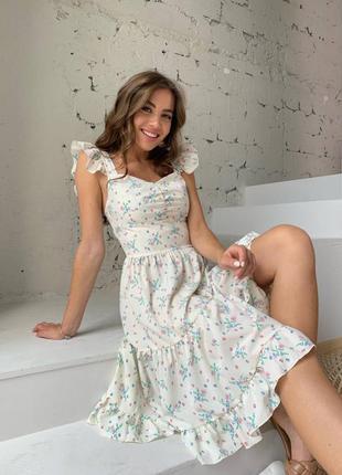 Нежное платье миди с цветочным принтом рюшем