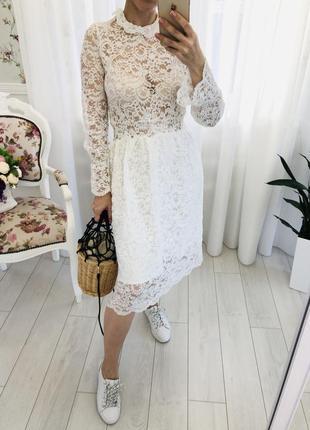 Белое платье из кружева гипюра