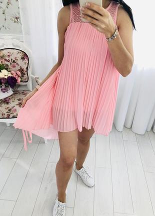 Розовое платье туника плиссированное плиссе