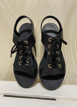 Босоножки резиновые на шнурках