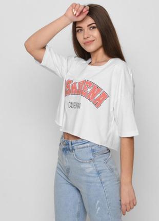 Укороченная модная футболка