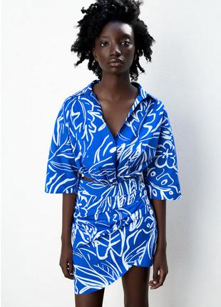 Комплект zara на лето с принтом блуза и юбка укороченная с пуговицами на бок