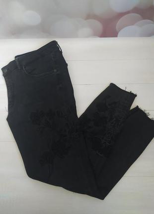 Супер стильные джинсы zara с вышивкой