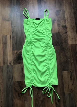 Трендовое мини-платье