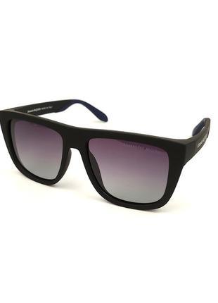 Солнцезащитные очки «miami» в черной матовой оправе с синей дужкой и черной линзой