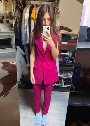 Малиновий костюм, розмір s, трендовий колір