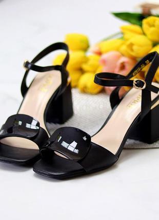 Шикарные стильные женские босоножки на каблуке, очень удобные, чёрные2 фото
