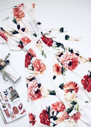 Яркое  платье в цветы  с лифом на запах большого размера