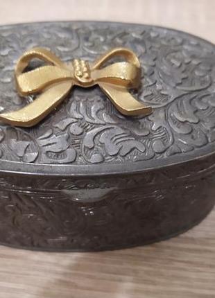 Антикварная шкатулка для украшений