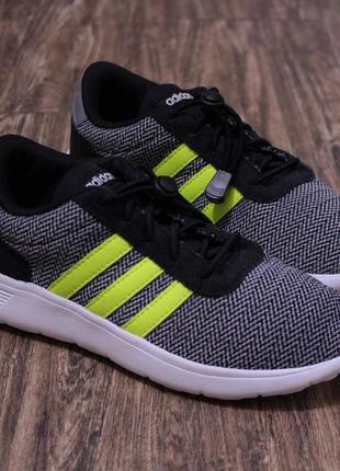 Яркие фирменные текстильные кроссовки adidas