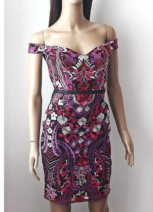 Великолепное платье с вышивкой lipsy