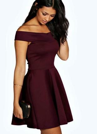 Очень красивое платье с открытыми плечами boohoo