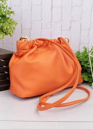 Женская сумка пельмень с массивной цепочкой цвет  оранжевый2 фото