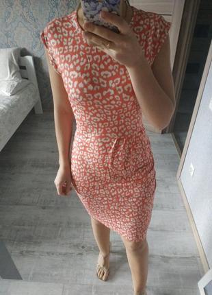 Легкое актуальное платье миди