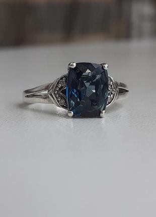 Серебряное кольцо с сапфиром и бриллиантами