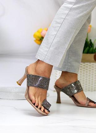 Женские босоножки шлепки на каблуках в стразах