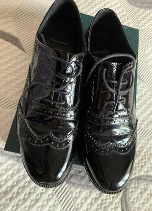 Туфли-броги vagabond лаковая кожа 39