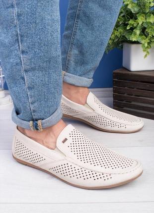 Мужские бежевые туфли мокасины с перфорацией
