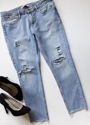 Укороченые рваные джинсы