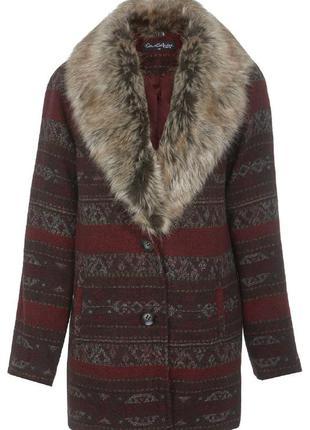 Очень крутое пальто с мехом