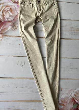 Бежевые джинсы скини