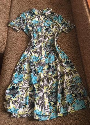 Лёгкое платье рубашка с тропическим принтом