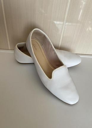 Белые балетки мокасины clark's
