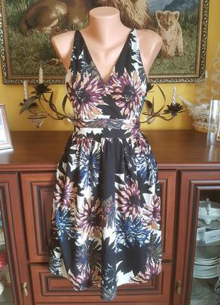 Шикарное платье с цветами