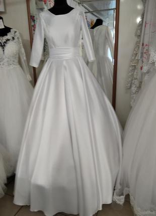 Свадебное атласное белое новое платье