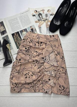 Короткая трендовая бежевая юбка в цветочный принт с рюшами h&m мини юбка