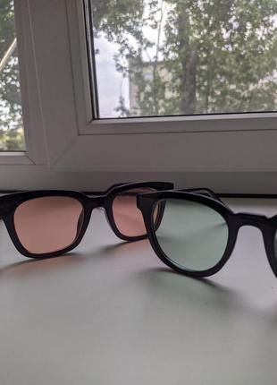 Зеленые очки, красные очки