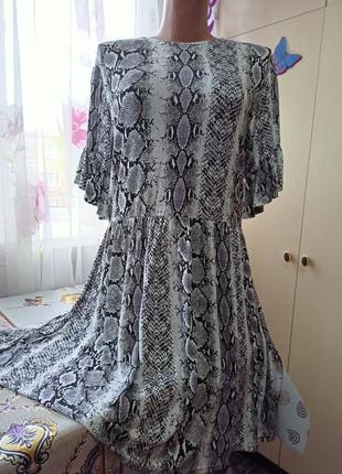 Платье модный принт,змеиный