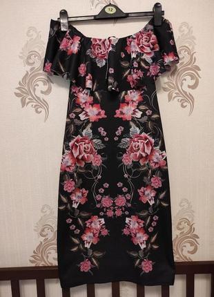 Платье черное, открытые плечи