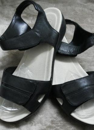 Босоножки фирменные кожаные жен .41-42р. clarks .next индии