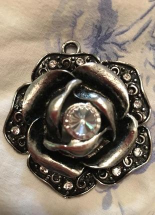 Кольэ роза металл