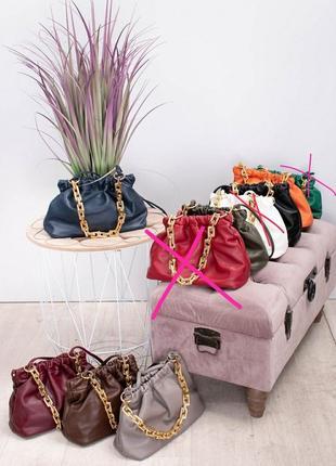 Женская сумка пельмень с массивной цепочкой цвет  оранжевый4 фото