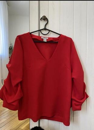 Яркая красная блуза блузка с пышными рукавами
