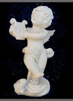 Статуэтка из полистоуна ангел-музыкант
