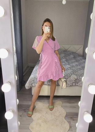 Новое розовое платье на запах с оборкаии