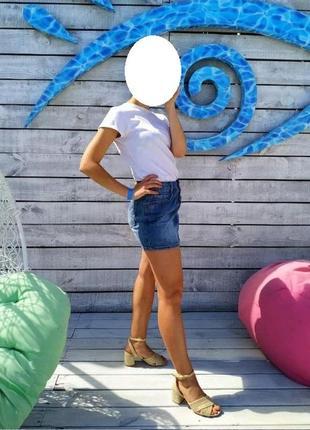 Джинсовая короткая мини юбка бренда vila clothes размер 34 (xs)