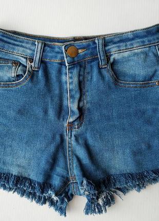 Джинсовые шорты pretty little thing