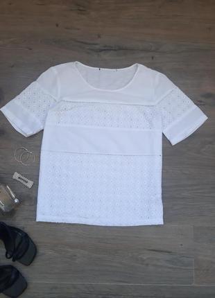 Белая хлопковая футболка с прошвой