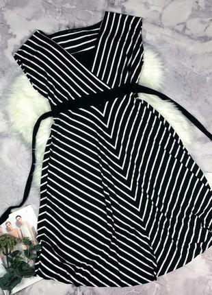 Красивое трикотажное платье в полоску