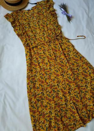 Нова квіткова сукня на гудзиках