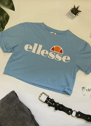 Голубой кроп-топ с короткими рукавами и логотипом ellesse