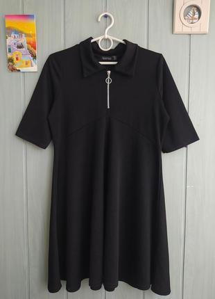 Модное платье расклешенного фасона с молнией