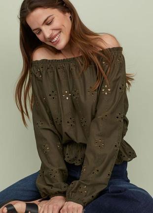 Красивая блуза на плечи с вышивкой