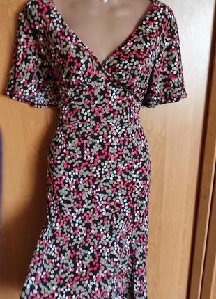 Невероятно красивое платье на лето миди большой размер красивый вырез