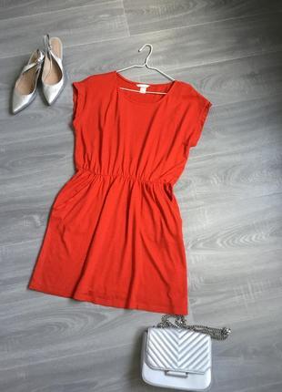 Трикотажное красное платье на отрезной талии